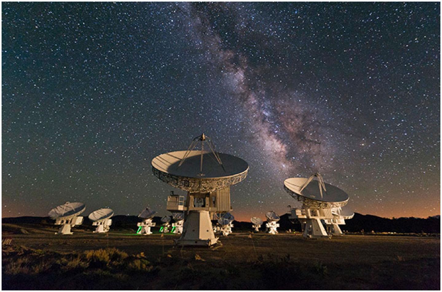 איור 1 - שביל החלב האסטרונום חוזה פרנסיסקו סלגאדו צילם את מרכז הגלקסיה שלנו.